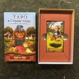 """Таро """"В Стране Чудес"""" набор карты и книга."""