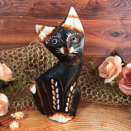 Кошка коричневая резная 11 см