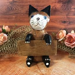 Кот с табличкой