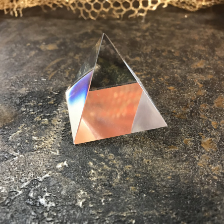 Стеклянная пирамида 3,9 см.