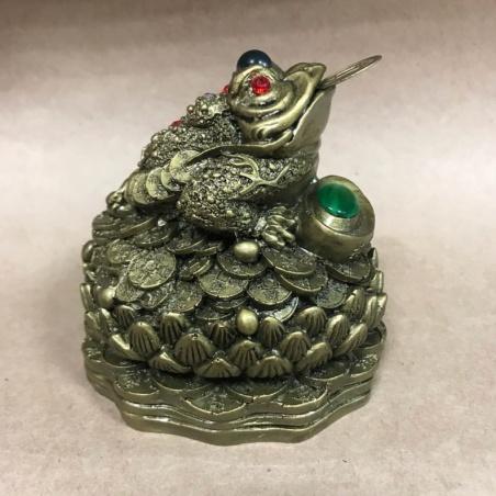 Жаба на лотосе