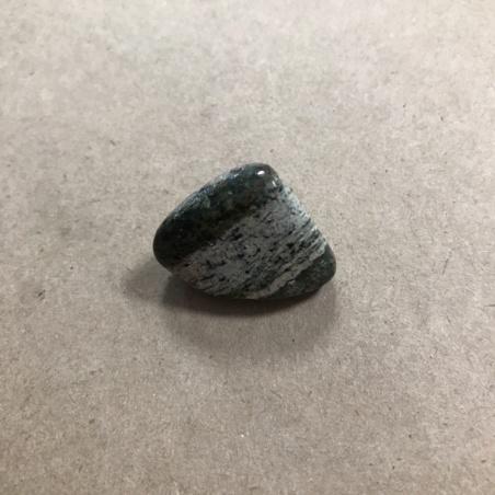 Серпентенит (змеевик) с хризотилом галтовка