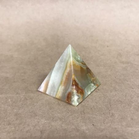 Пирамидка из камня оникс 4 см